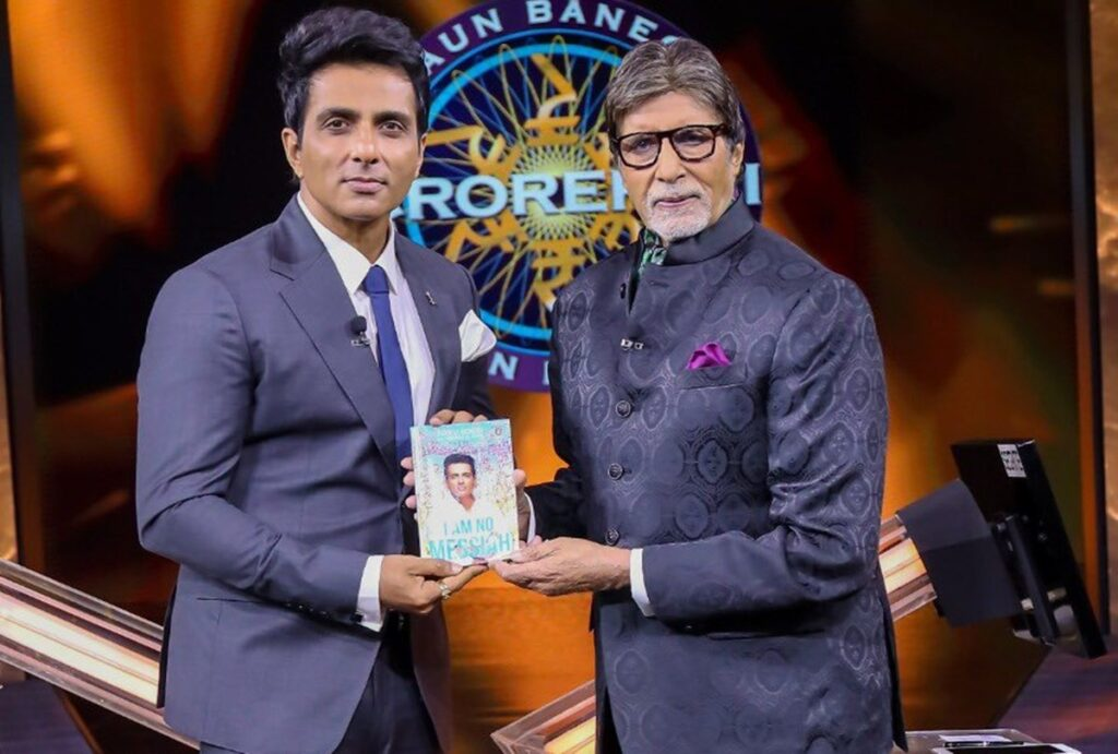 Amitabh Bachchan shares pic fans can only see Sonu Sood